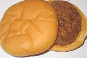 Hambúrguer comprado em 1999 ainda não estragou!